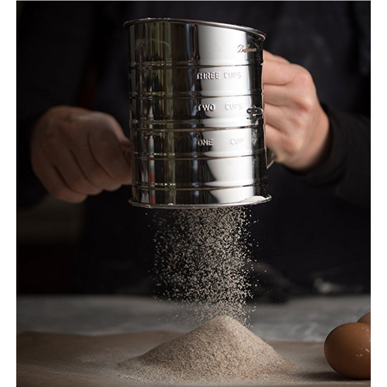 Flour sifter with a hand crank